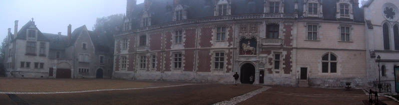 Entrance to the castle and outside of the Louis XII Wing