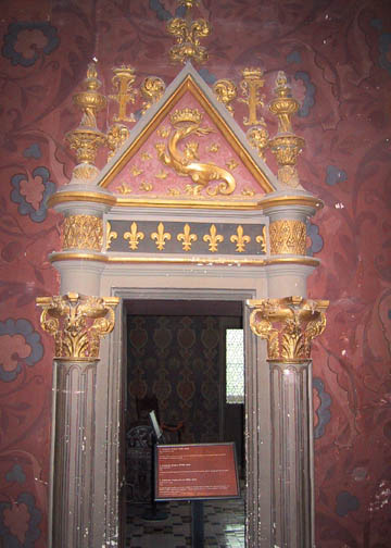 A door frame in the Queen's Gallery displaying Francis I's Salamander