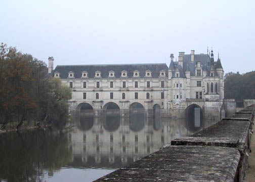 Approach to Chenonceau with the view over the Cher
