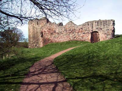 Entering the grounds of Hailes Castle