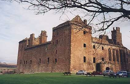 Linlithgow palace front view